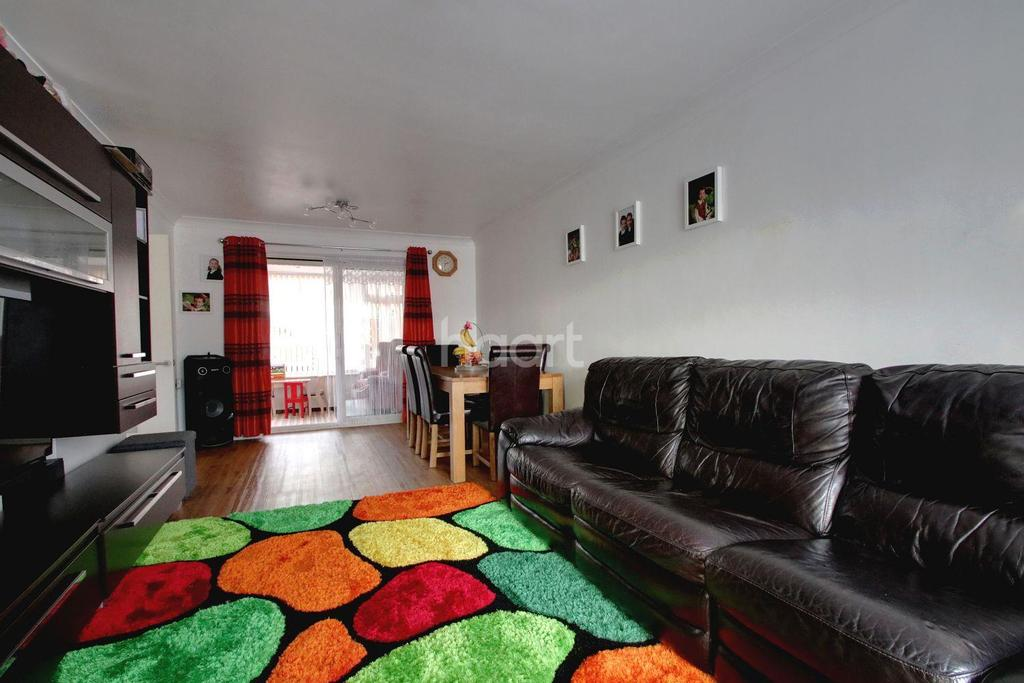 3 Bedrooms End Of Terrace House for sale in Long Acre, Basildon