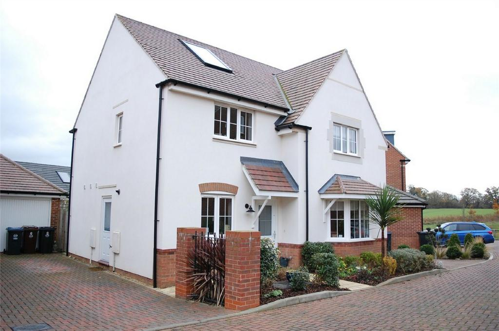4 Bedrooms Detached House for sale in Gatekeepers Way, Watton at Stone, Hertfordshire