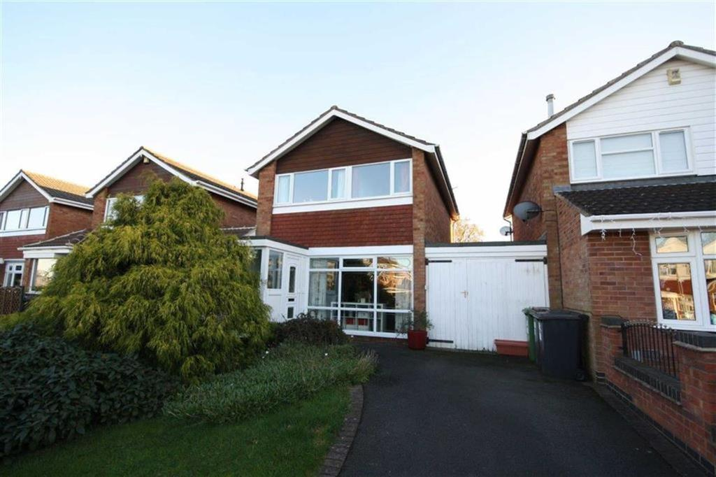 3 Bedrooms Detached House for sale in Arran Close, Glendale Estate, Nuneaton