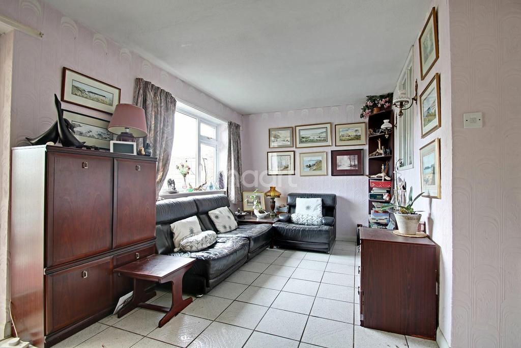 2 Bedrooms Bungalow for sale in Stubble Close, Northampton