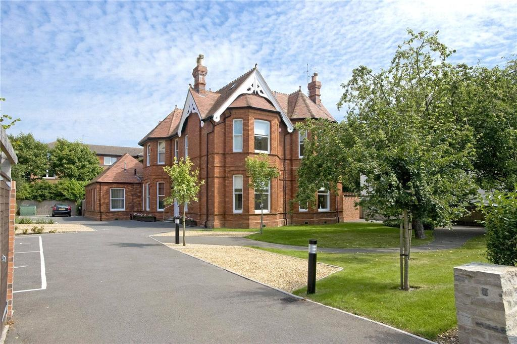 1 Bedroom Flat for sale in Victoria House, 3 Marlborough Road, Bournemouth, Dorset, BH4