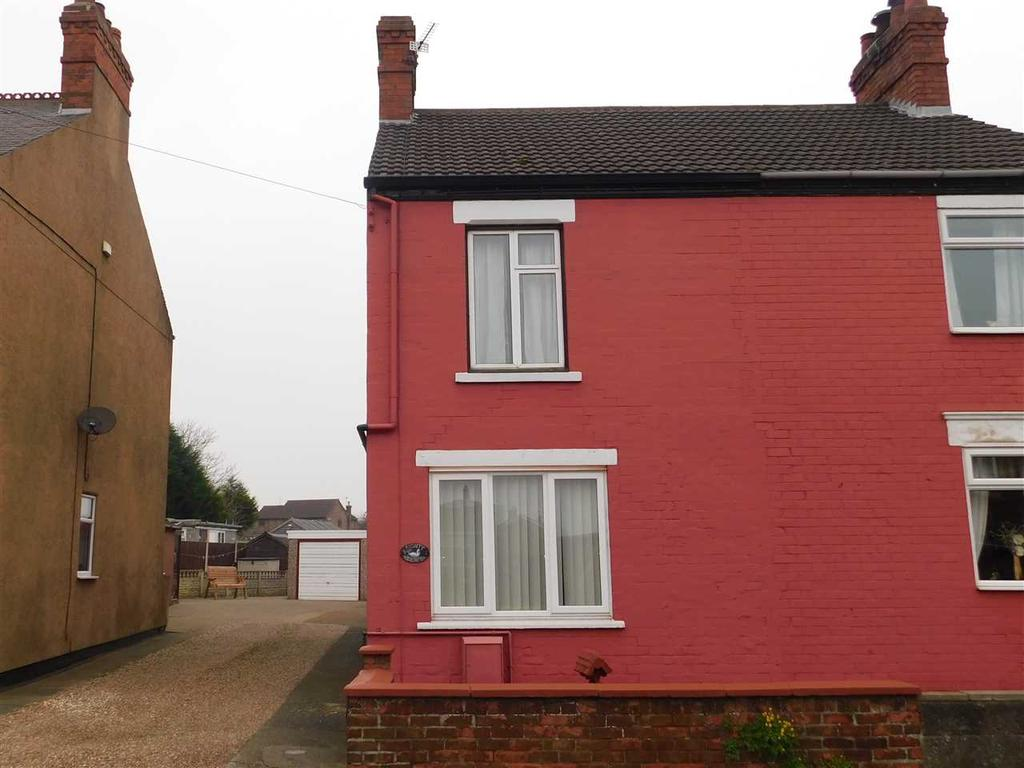 3 Bedrooms Semi Detached House for sale in SOUTH VIEW, BROUGHTON, BRIGG