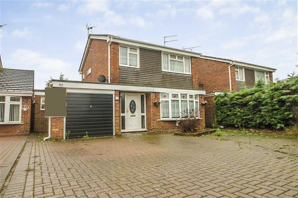 3 Bedrooms Detached House for sale in Peter Bruff Avenue, Clacton-on-Sea