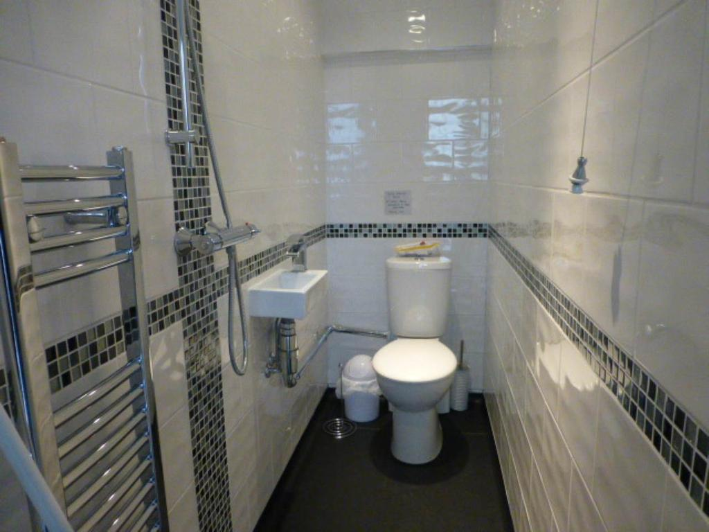 3 Bedrooms House for rent in Whitland, ,