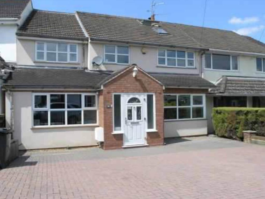 5 Bedrooms House for rent in Lutley Avenue, Halesowen, West Midlands