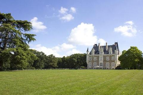 6 bedroom house  - Chateau, Near Chateaugontier, Loire Valley