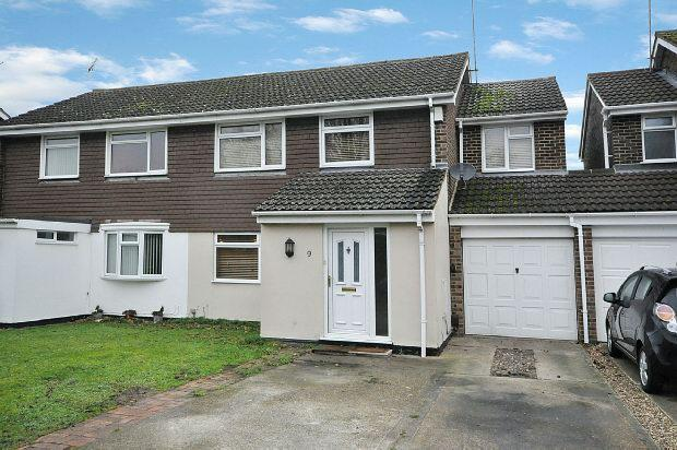 4 Bedrooms Semi Detached House for sale in Crediton Close, Woodley, Reading,