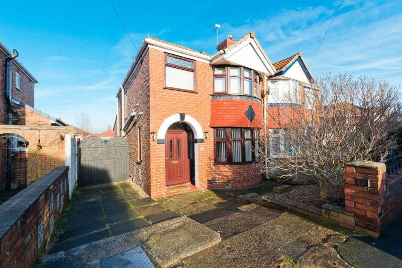 3 Bedrooms Semi Detached House for sale in Hinton Road, Runcorn