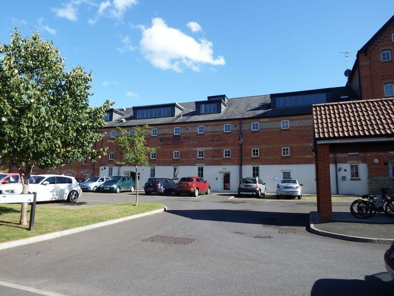 2 Bedrooms Block Of Apartments Flat for sale in The Barley Yard, Crewkerne
