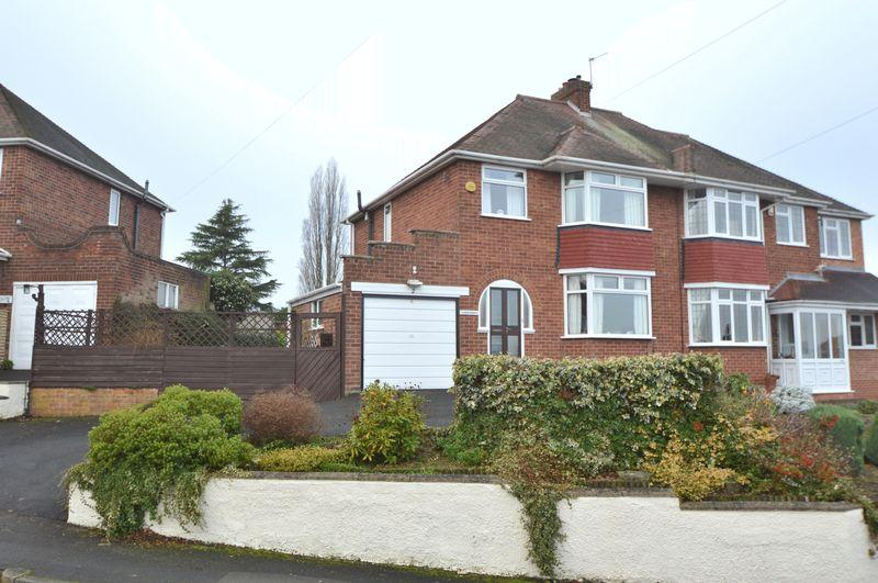3 Bedrooms Semi Detached House for sale in York Crescent, Wollaston, Stourbridge