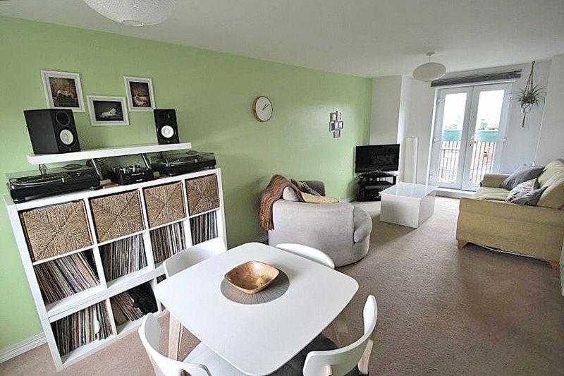 2 Bedrooms Apartment Flat for sale in Moor Street, Brierley Hill