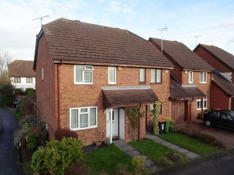 3 Bedrooms Semi Detached House for sale in Milton Way, Houghton Regis