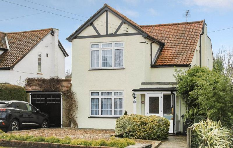 3 Bedrooms Detached House for sale in LITTLE BOOKHAM