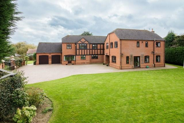 5 Bedrooms Detached House for sale in Hints Court, Hints