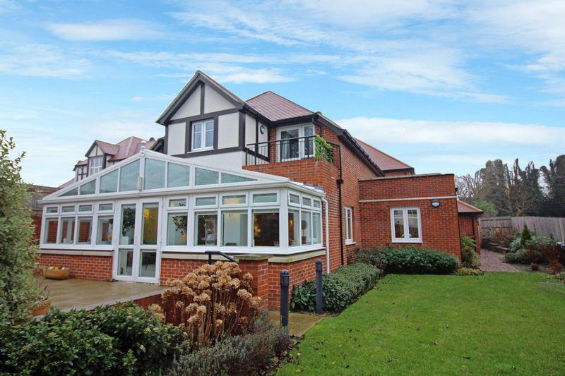 1 Bedroom Apartment Flat for sale in Limpsfield Road, Sanderstead, Surrey