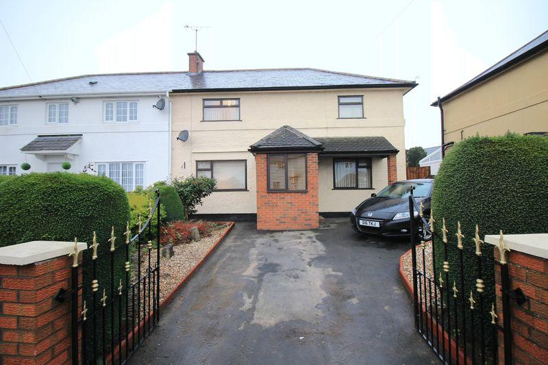 3 Bedrooms Semi Detached House for sale in Moors Bank, Oswestry