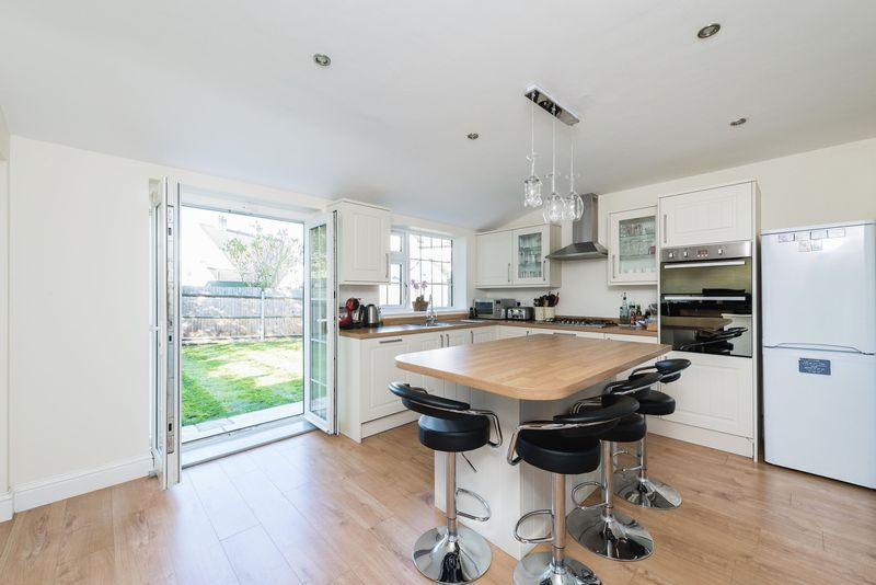 3 Bedrooms End Of Terrace House for sale in Holbrook Way, Bromley