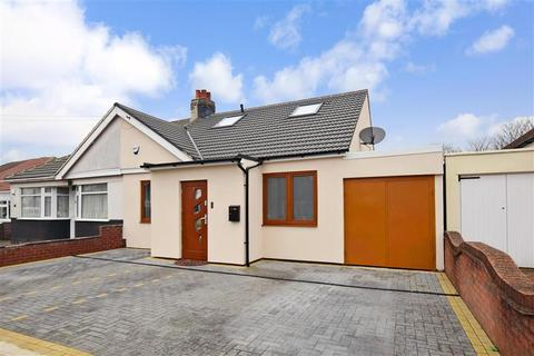 4 bedroom bungalow for sale - Barton Road, Hornchurch, Essex