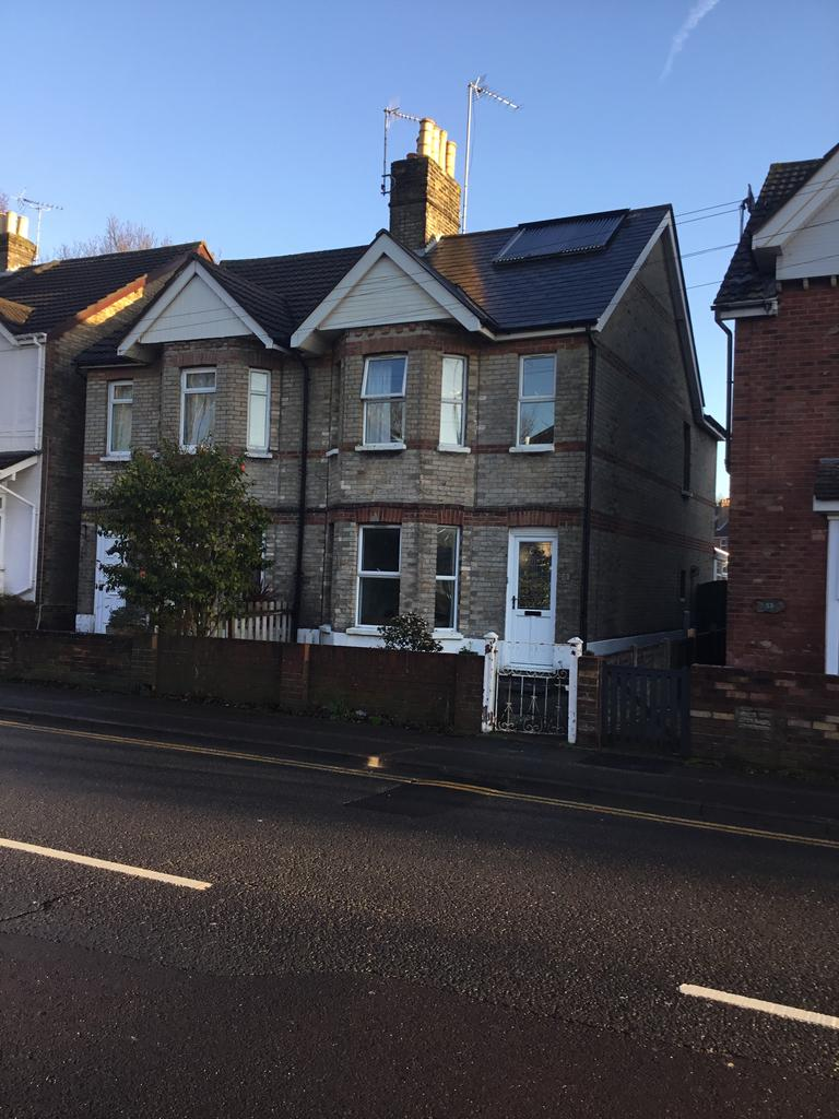 3 Bedrooms Semi Detached House for sale in Sandbanks Road BH14