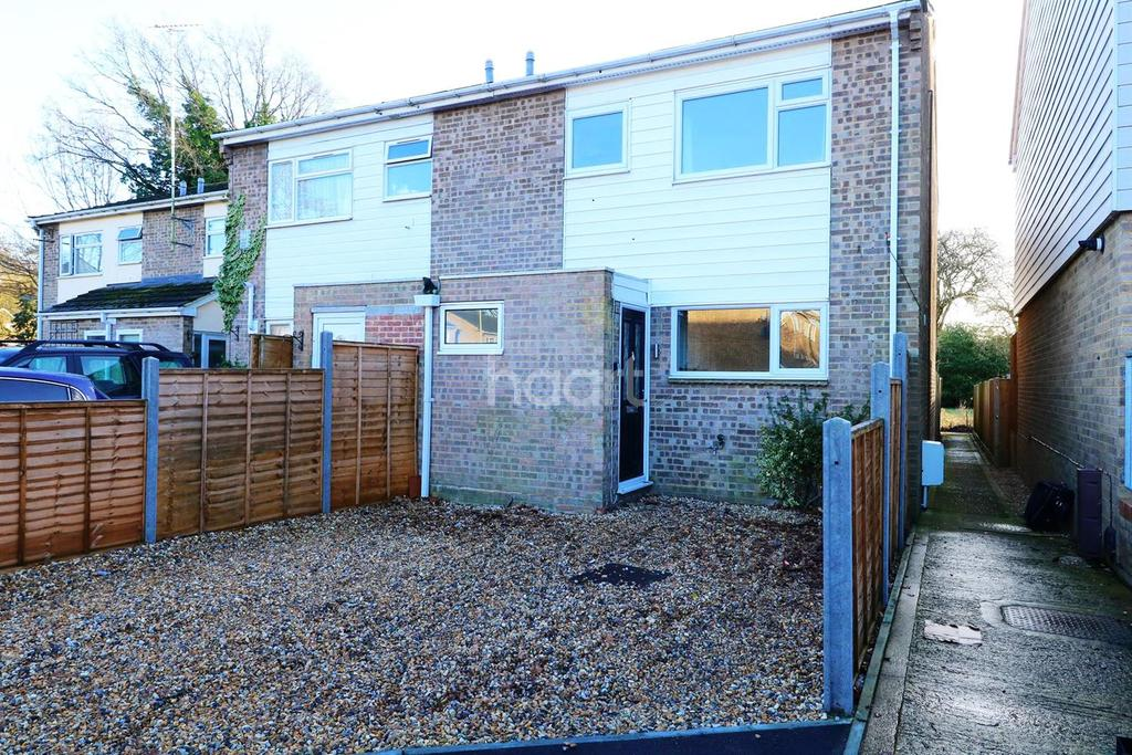 3 Bedrooms End Of Terrace House for sale in Larmer Close, Fleet
