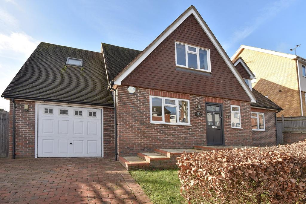 4 Bedrooms Detached House for sale in Woodland Way, Marlow