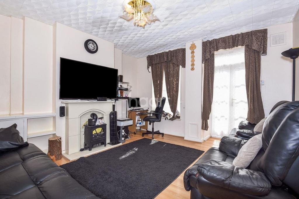 4 Bedrooms Flat for sale in Ferndale Road, Brixton, SW9
