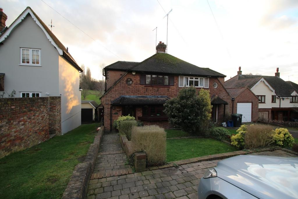 3 Bedrooms Semi Detached House for rent in Wellington Hill, High Beech, IG10