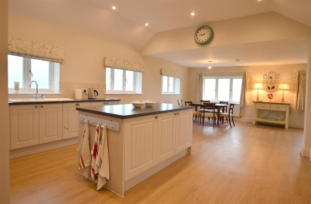 3 Bedrooms Bungalow for rent in Great Bedwyn, Marlborough