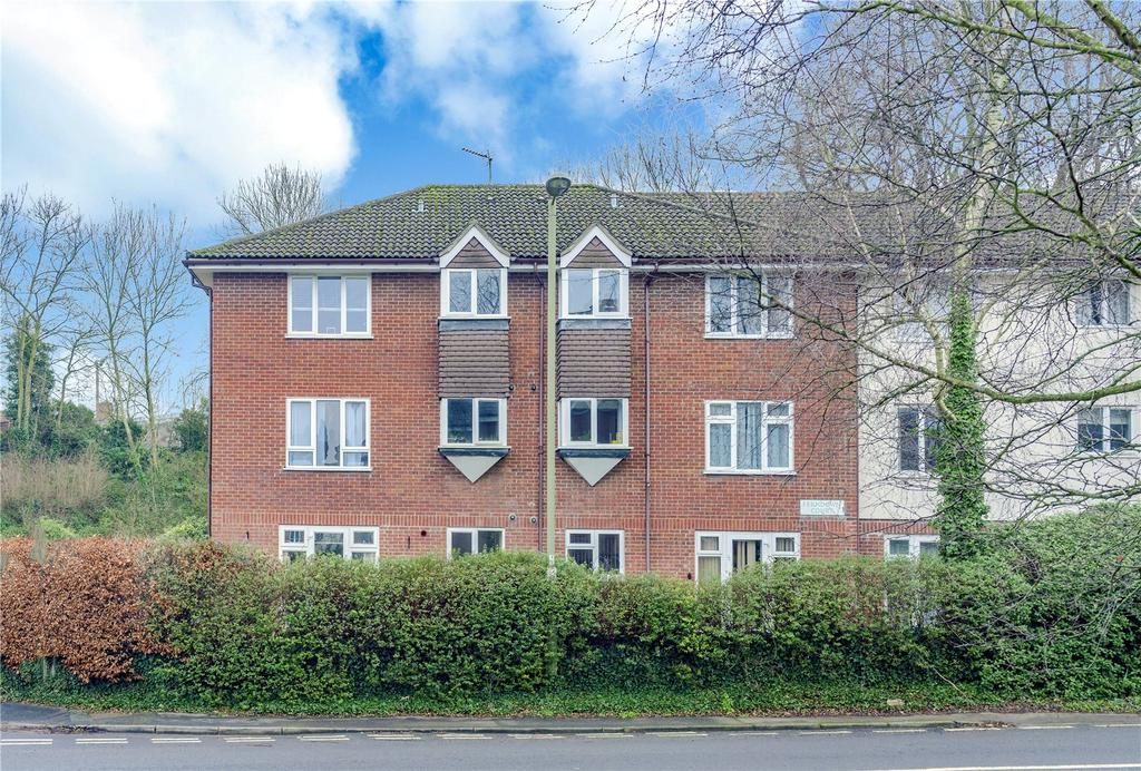 2 Bedrooms Flat for sale in Ferndown Court, Alton, Hampshire