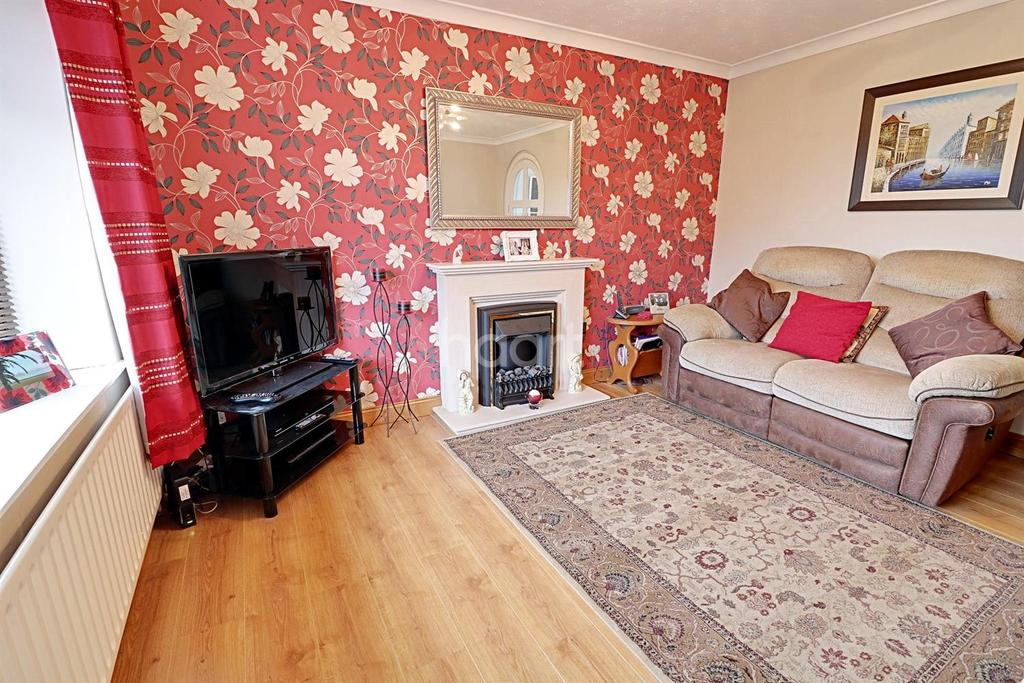 3 Bedrooms Semi Detached House for sale in Beaufort Close, Lincoln