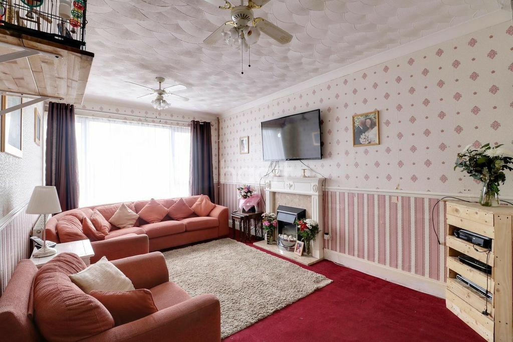 3 Bedrooms Terraced House for sale in Felicia Way, Chadwell St Mary, Grays