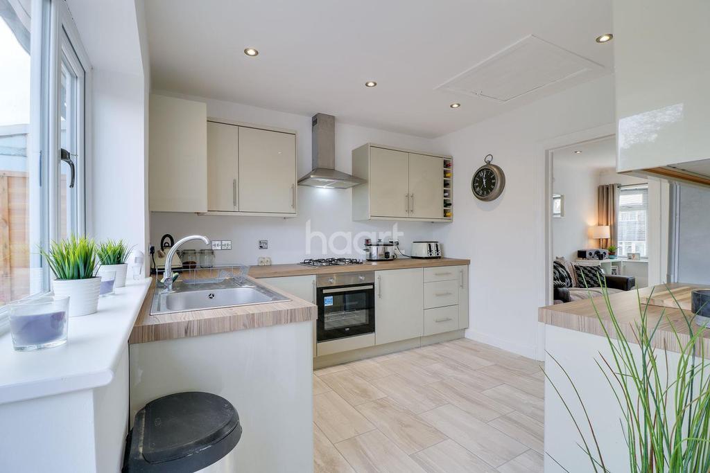 2 Bedrooms Bungalow for sale in Clifton Avenue, Benfleet