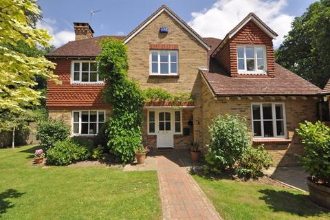 5 bedroom detached house to rent - GROOMBRIDGE