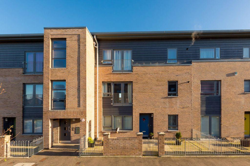 2 Bedrooms Flat for sale in 12/2 West Pilton Road, Edinburgh, EH4 4GX