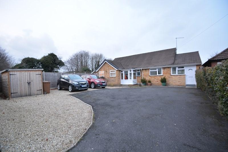 3 Bedrooms Detached Bungalow for sale in Harrow Way, Andover