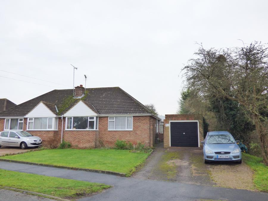 2 Bedrooms Bungalow for sale in Potters Lane, Burgess Hill, RH15