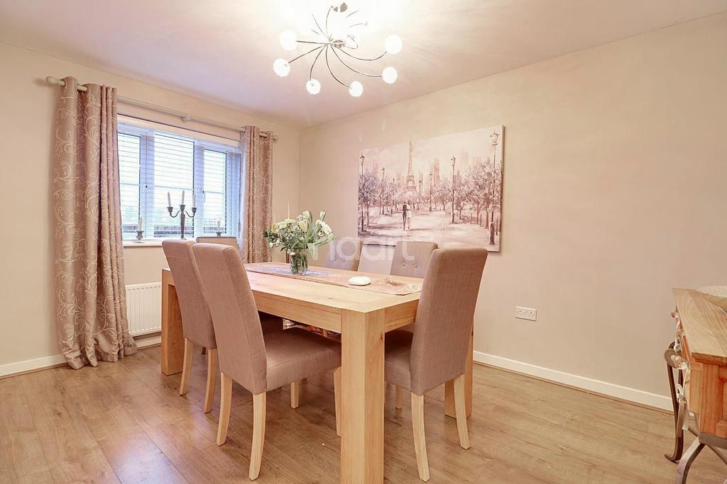 4 Bedrooms Detached House for sale in Woodgate Way