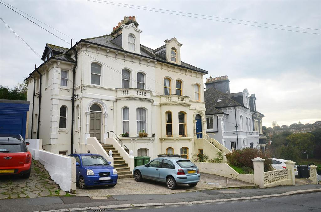 2 Bedrooms Flat for rent in St Helens Park Road, Hastings