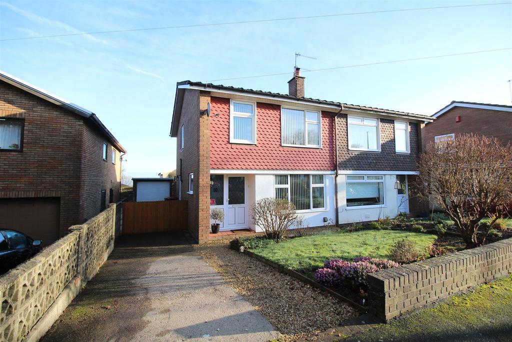 3 Bedrooms Semi Detached House for sale in Oxford Close, Caerleon, Newport