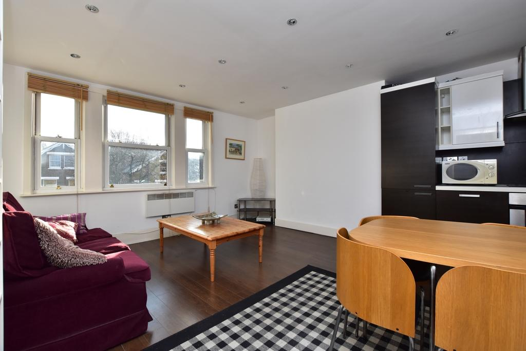 3 Bedrooms Flat for rent in Alexandra Drive London SE19