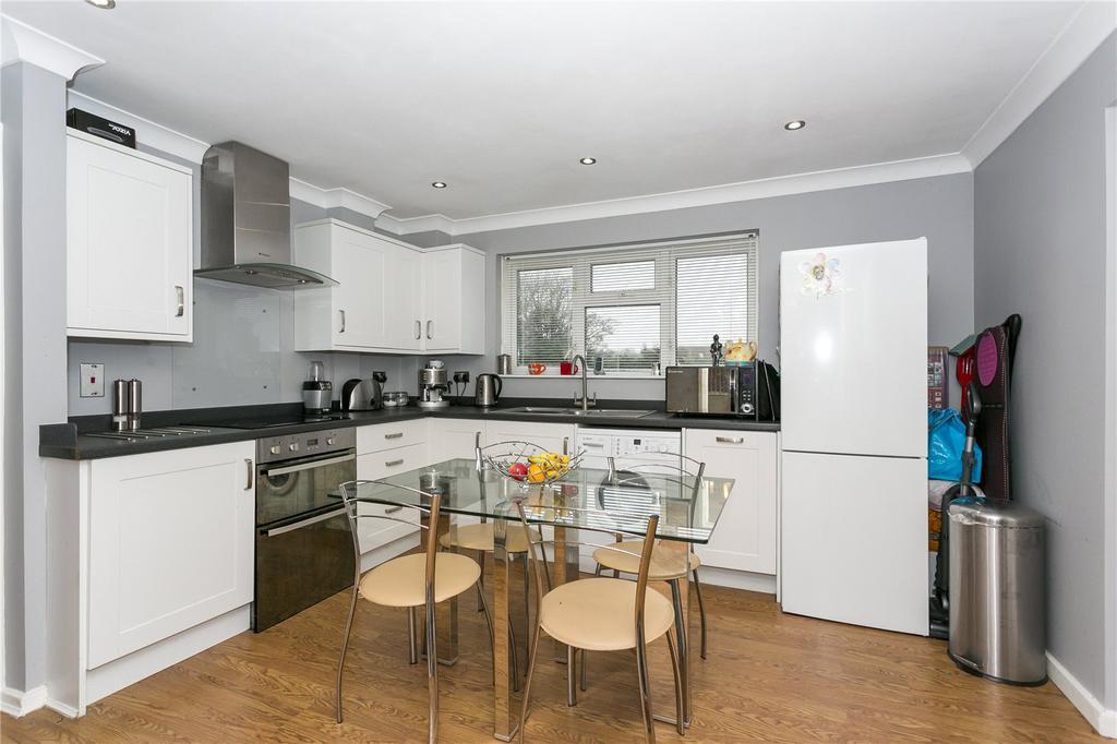2 Bedrooms Flat for sale in Meadway, Halstead, Sevenoaks, Kent