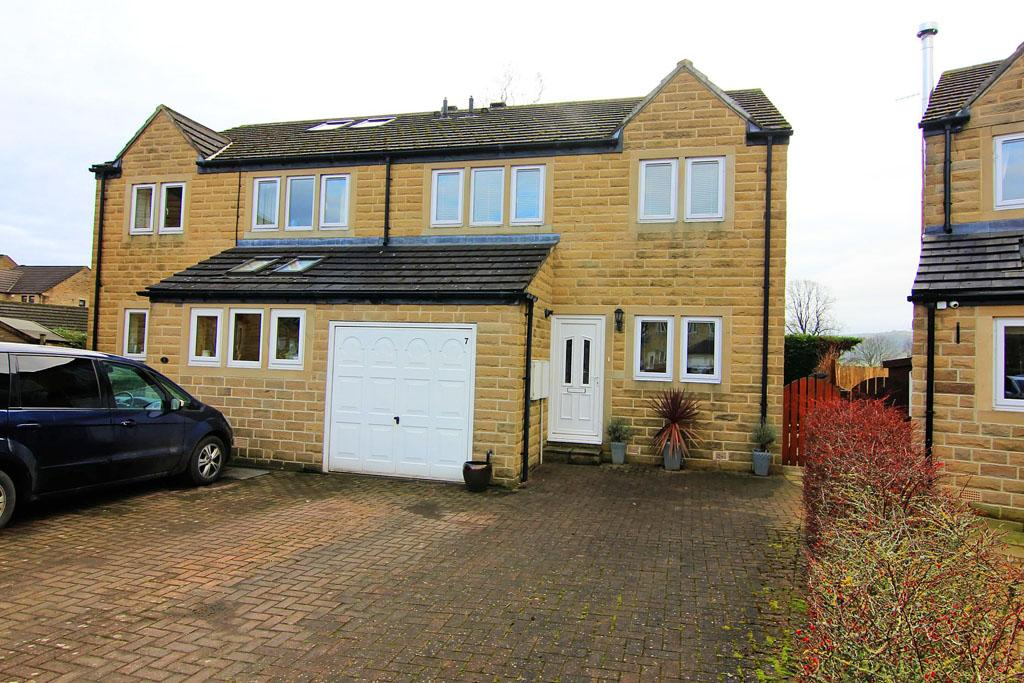 4 Bedrooms Semi Detached House for sale in 7 The Kingfishers, Silsden,