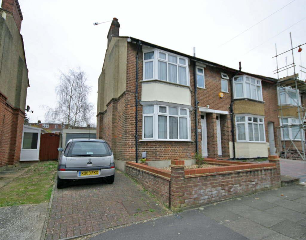 2 Bedrooms End Of Terrace House for rent in Saints Area