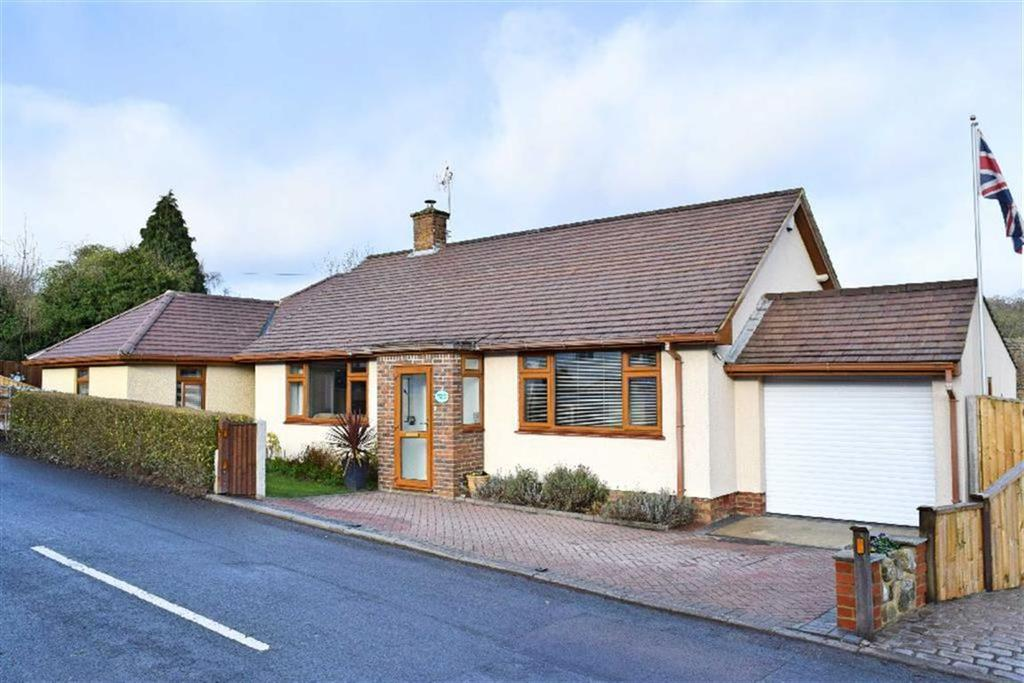 3 Bedrooms Detached Bungalow for sale in Windmill Road, Weald, TN14