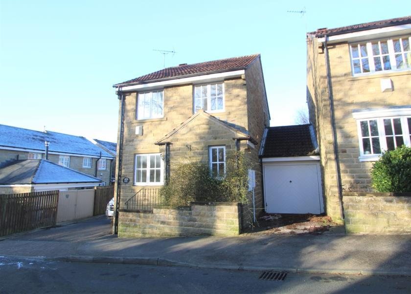 3 Bedrooms Detached House for sale in ST. JOHNS COURT, THORNER, LEEDS, LS14 3AX