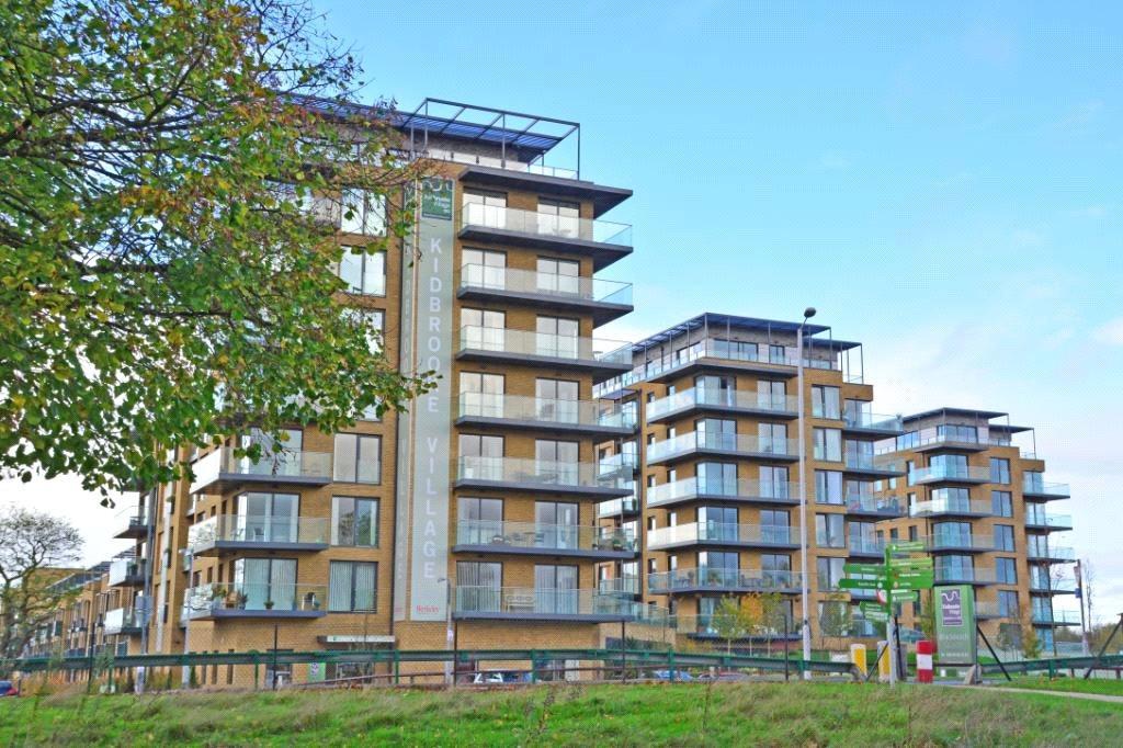 2 Bedrooms Penthouse Flat for sale in Wallace Court, Kidbrooke Village, Blackheath, London, SE3