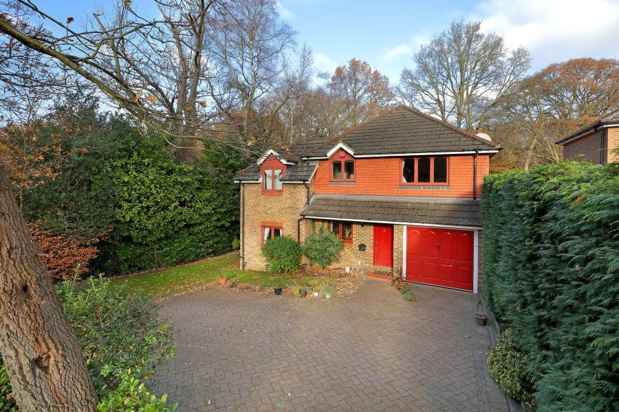4 Bedrooms Detached House for sale in Virginia Water, Surrey