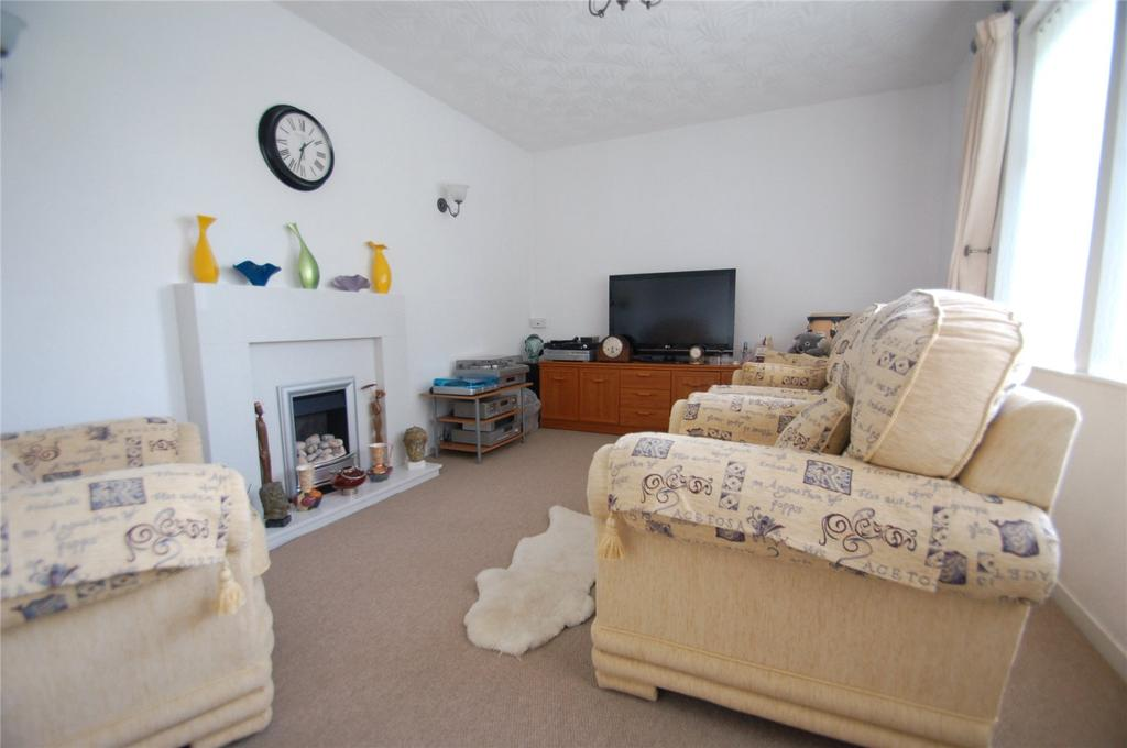 3 Bedrooms Semi Detached House for sale in Parkway, Bridgwater, Somerset, TA6
