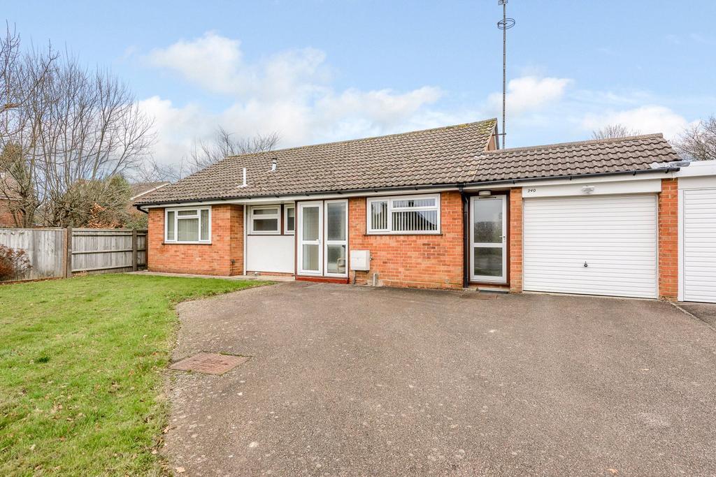 3 Bedrooms Detached Bungalow for sale in St Leonards Road, Horsham, West Sussex