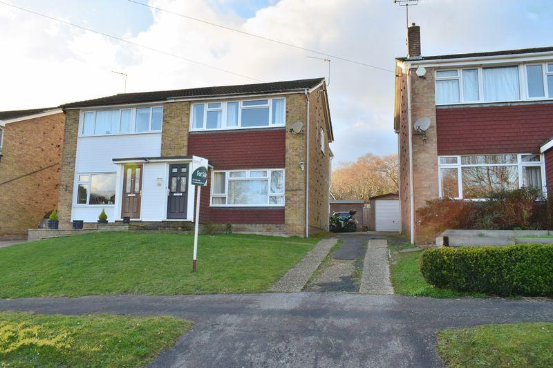 3 Bedrooms Semi Detached House for sale in Furzedale Park, Southampton